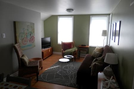 Modern, private 2BR loft - Kingsville - Byt