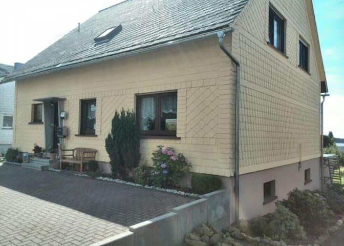 Hübsche Ferienwohnung für 5 Pers. - Nisterau - Apartment