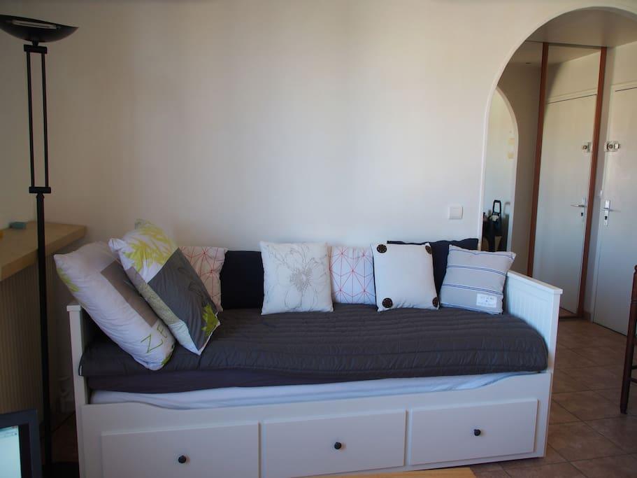 divan-lit ikea Hemnes - tiroir à tirer, 2 places couchage (2matelats)