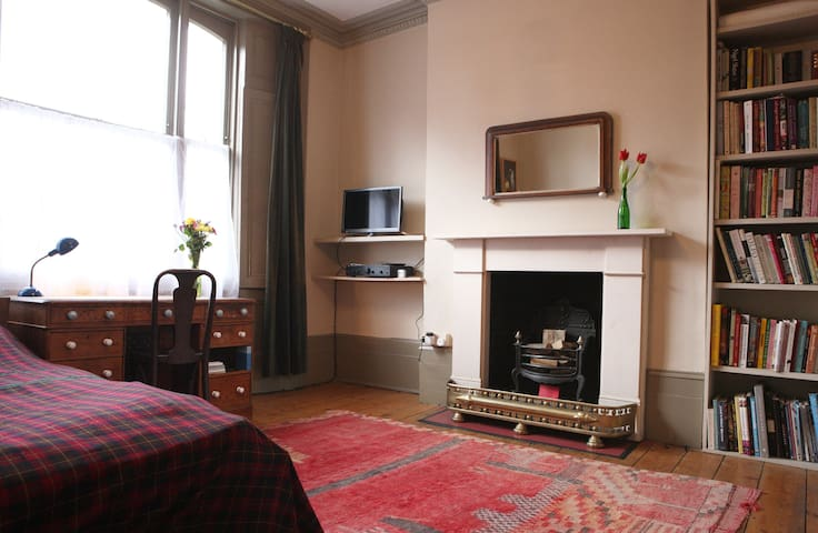 Large 5* Room in Beautiful House