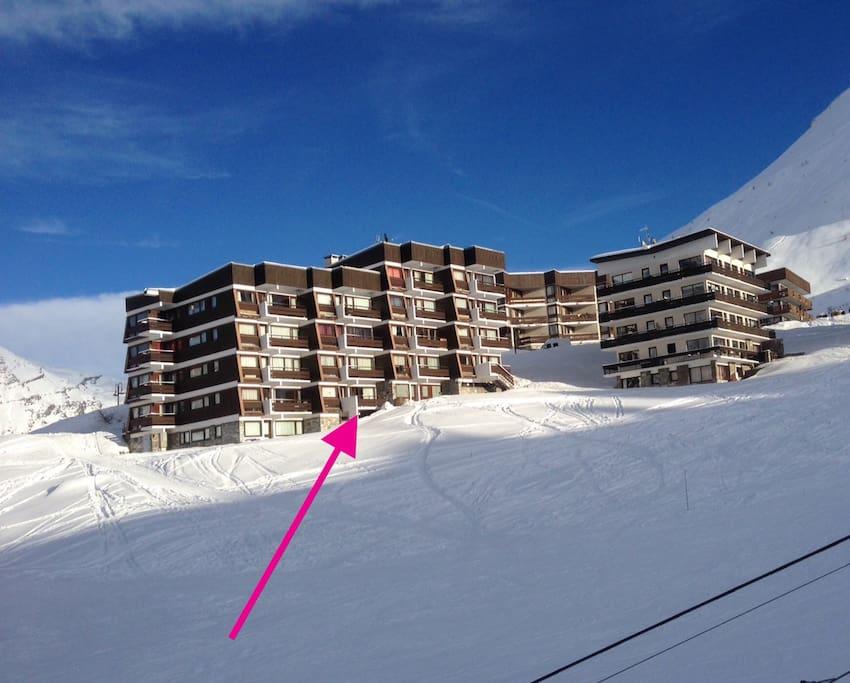 Vue de l'immeuble du pontet depuis la piste de ski
