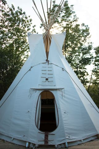 Seneca Sol Tipi - Cypress (Queen Bed)