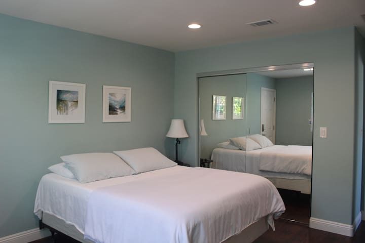 New Private Bedroom(B) in Fountain Valley, CA!