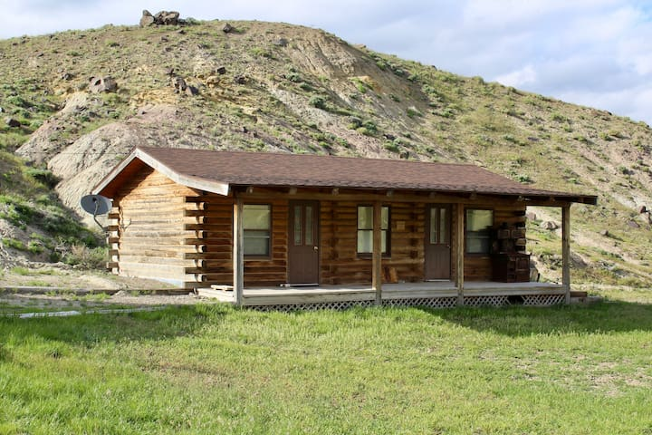 Rustic Log Cabin in Wapiti Valley Cabins for Rent in