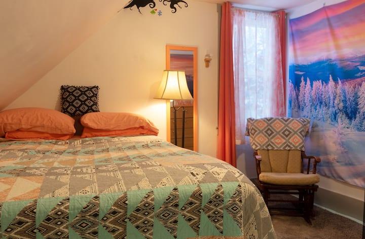 Dancing Light Farm Alpine Lodge Bedroom