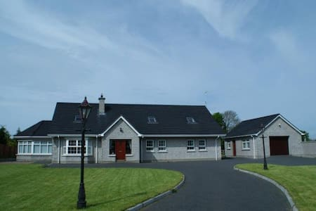 Super King en suite Room NITB cert - Mayobridge