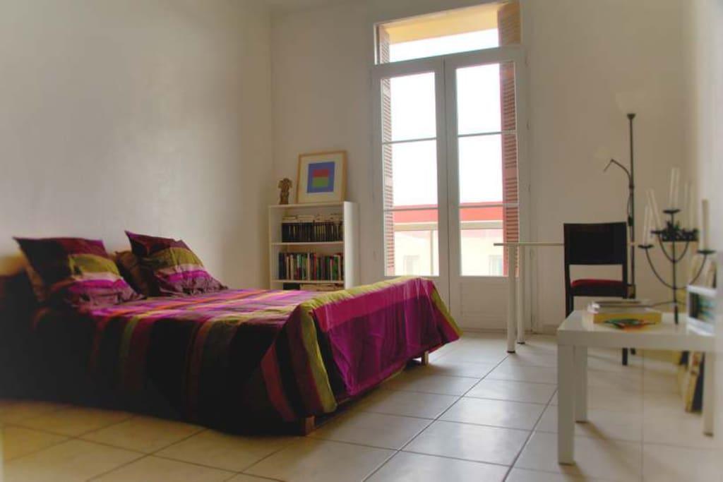 Votre chambre... Un lit d'appoint pour un enfant ou une troisième personne est disponible.
