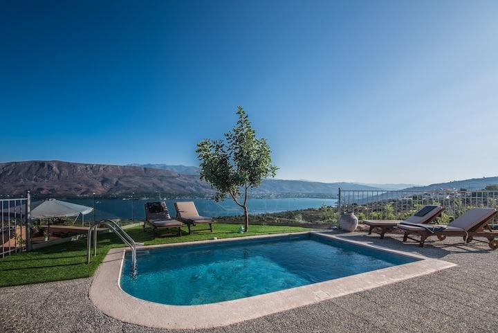 Villa Istros I, infinite blue!