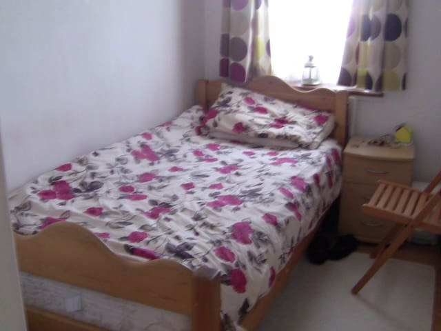 double room for female only - Brent - Rumah