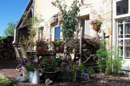 Maison du silence - Saint-Maurice-près-Pionsat - Bed & Breakfast