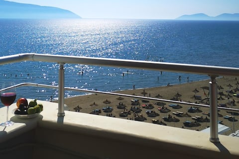 Comfortable beach apartment with sea view balcony