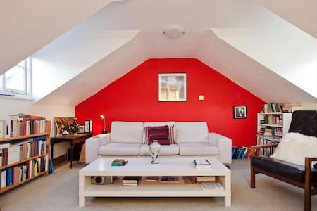 Stylish 2BR Flat in Central Oxford