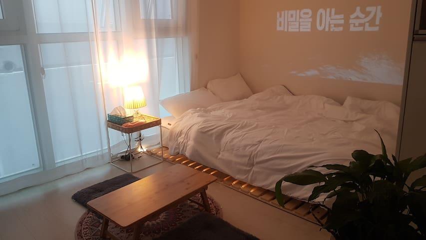 [W house #3] 힐링할수 있는 편안한 숙소^^ 빔프로젝터완비! 신세계백화점,동대구역