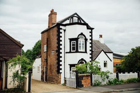 Langs Hall, Charming house, 10min M6 Grade II home
