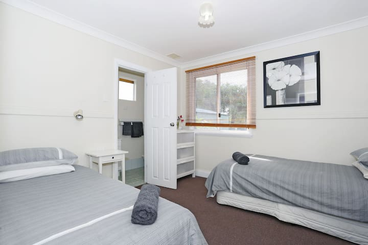 Twin room with ensuite, tv and air con