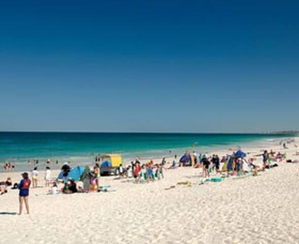 Mullaloo Family  Beach in Perth
