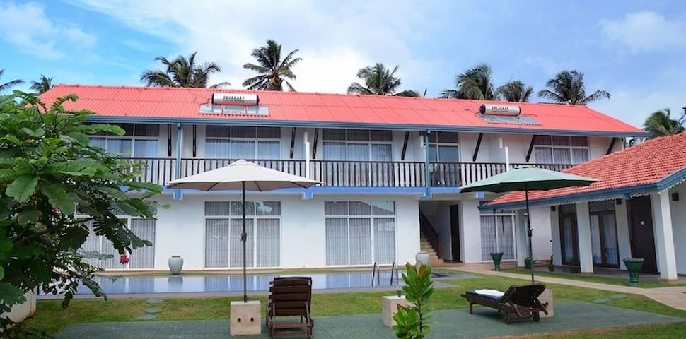 Sunset Beach House - Marawila
