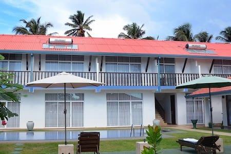 Sunset Beach House - Marawila - Bed & Breakfast