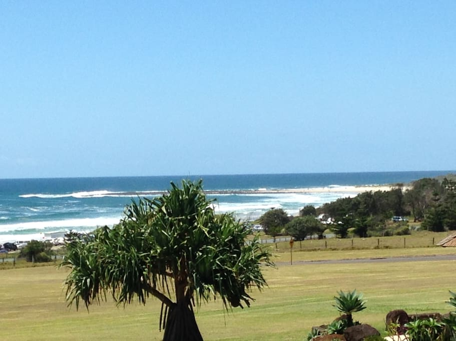magnificent views over Sharpes beach and flat Rock..100 metres to the sand