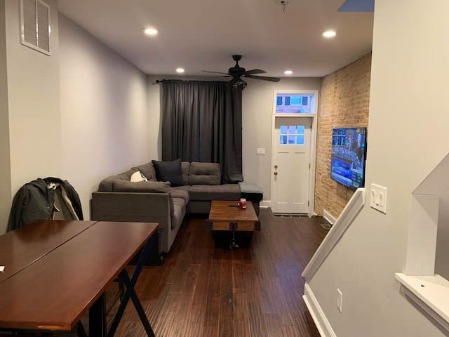 GreekTown Row House (Private Bedroom(s) with Bath)