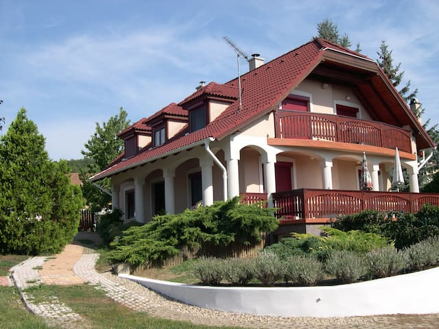 Elegant Cottage close to Budapest  - Szentendre - Huis