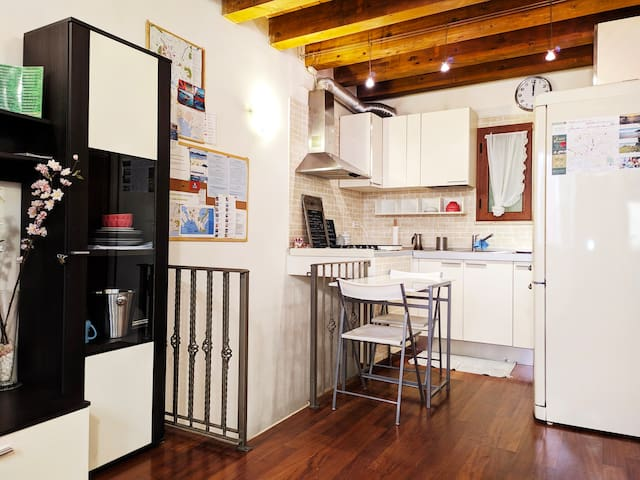 Central Apartment Cagliari [WIFI, NETFLIX, AC]