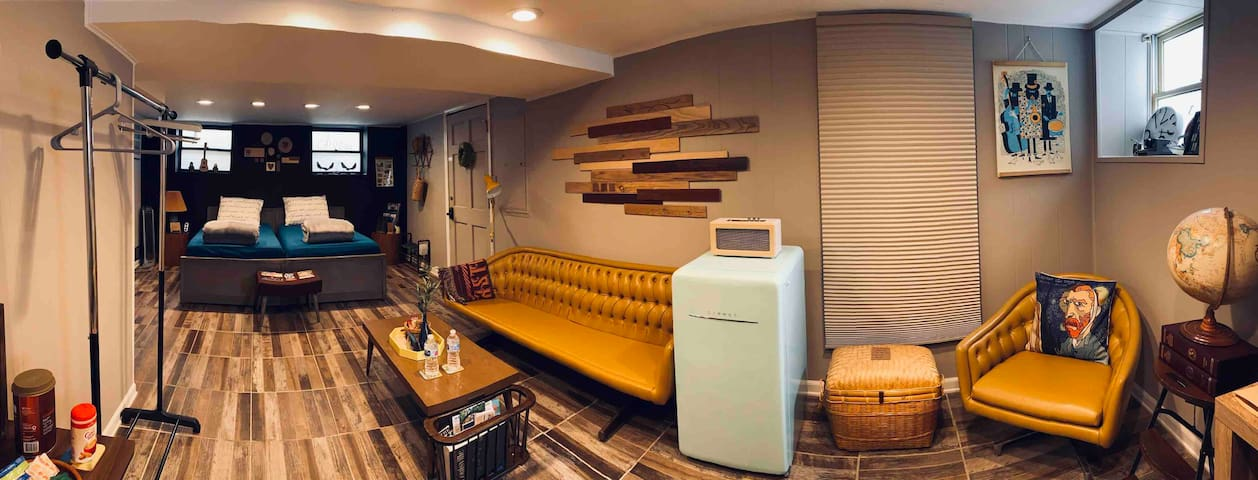 Modern Basement Studio w. Private Entrance+Parking