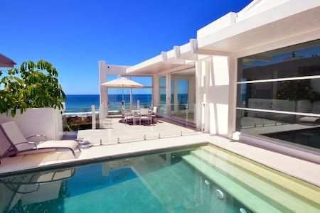 Noosa Holiday House - Castaways Beach