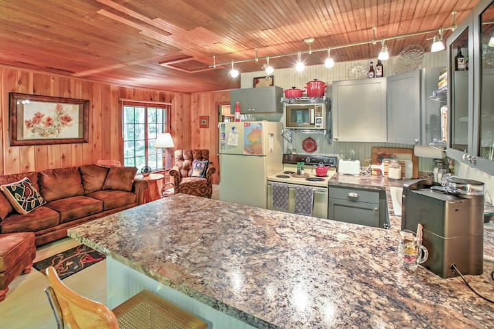 'One Crow Cottage' - Serene 1BR Good Hart Home - Harbor Springs - House