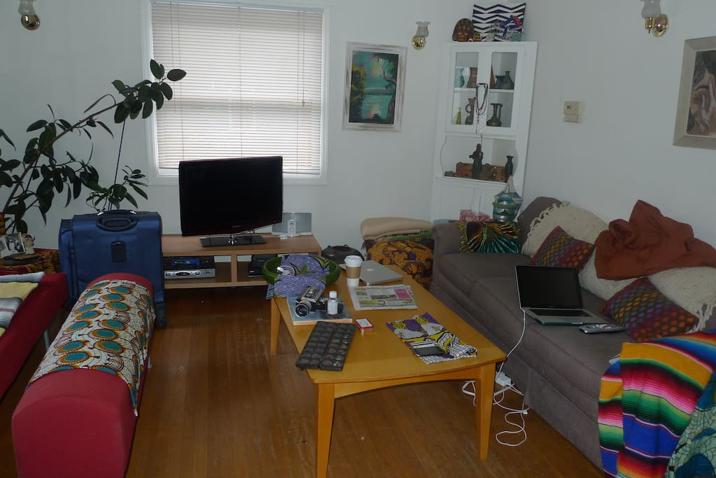Living room with TV/Cable/DVD Player and Lots of Light!