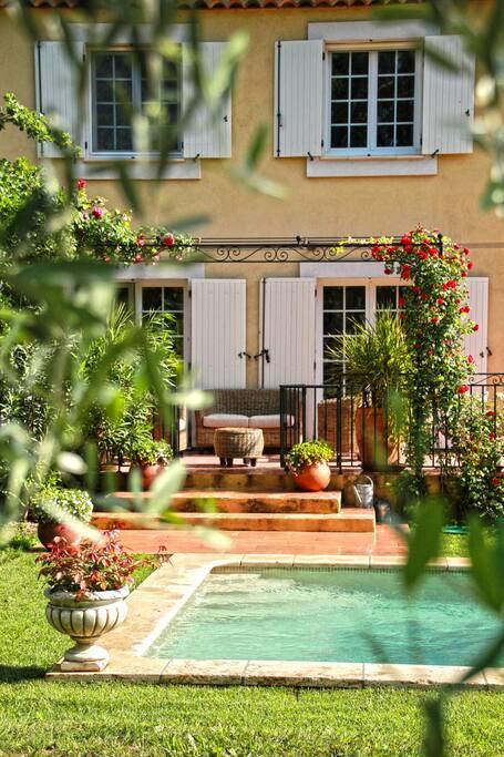 accès direct de la terrasse à la piscine