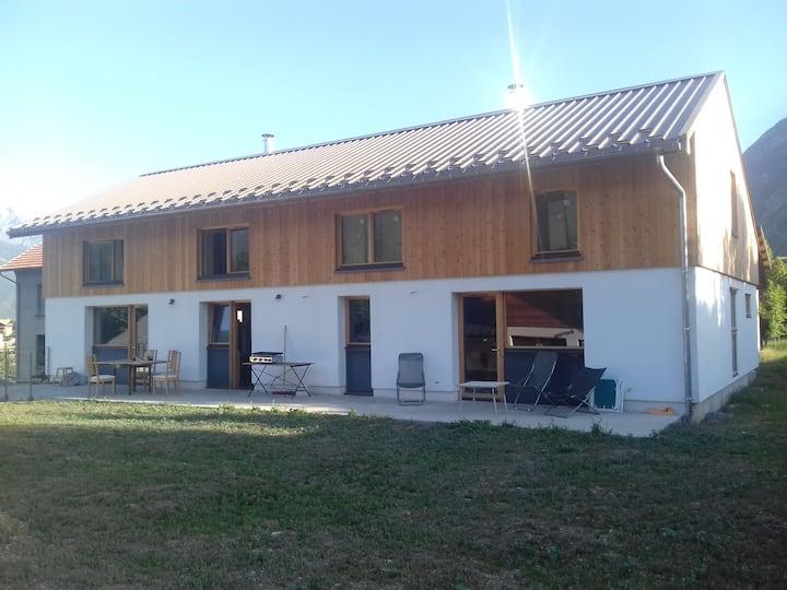 Agréable maison bois-paille à la semaine