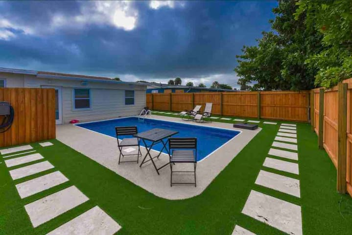 Beautiful newly renovated pool home near Beaches!