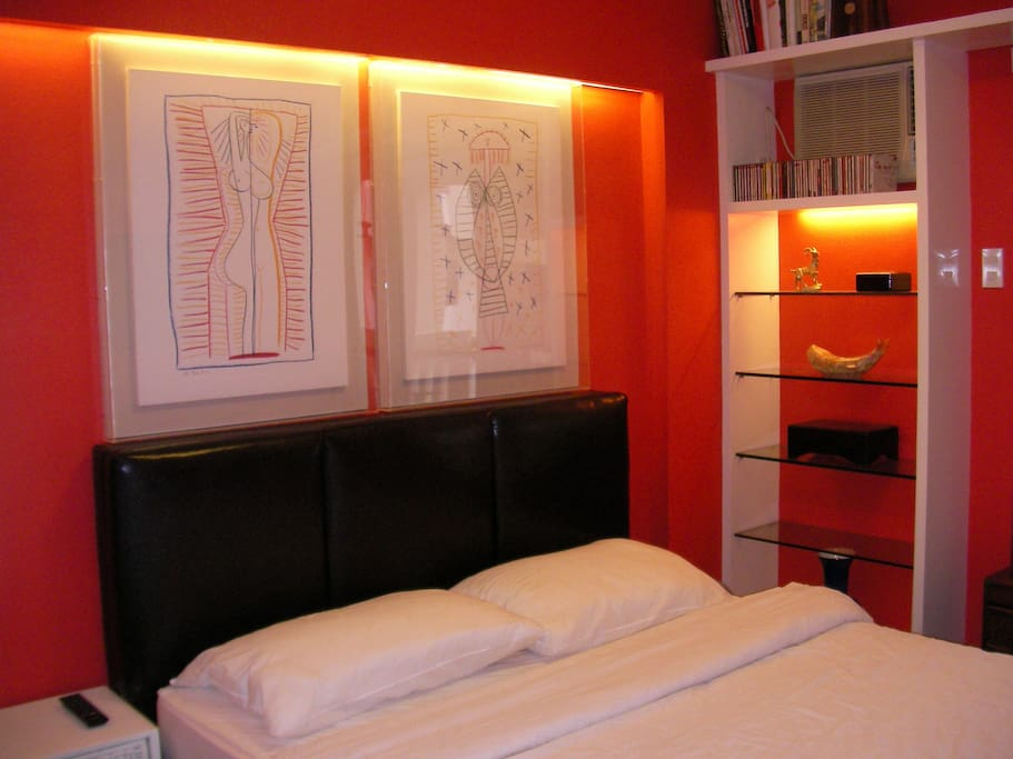 Spanky red master bedroom, accentuated with great art deco, views of foregarden and poolside from balcony...