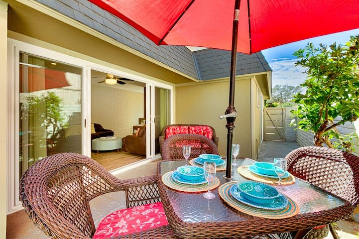 25% OFF AUG/20% OFF SEP - Perfect Beach Home w/ Outdoor Living, Walk to Ocean