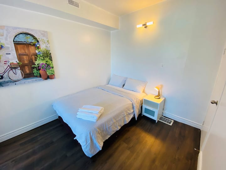 Two Bed Apartment - Amazing DowntownTO Location
