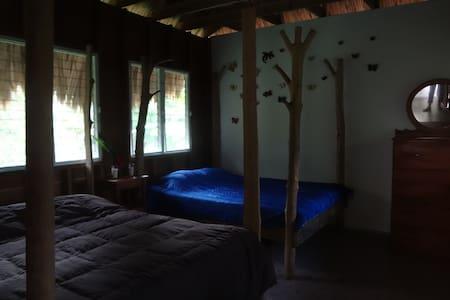 charming jungle cabin - Benque Viejo Del Carmen - Cabaña