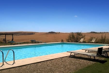 A pretty house in the Crete senesi