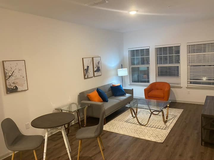 Stay Gia | Modern 1 Bedroom Apartment | The Landing | Brand New