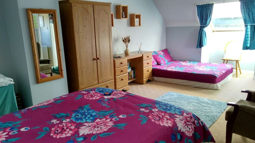 Riverside Cottage Up to 7 Guests - Ballykelly