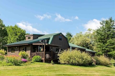 Cabin * Scenic Mountain Views * 12 Private Acres