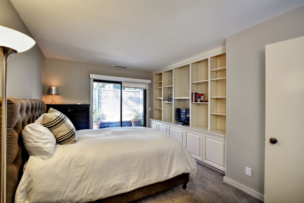 Double bed in library bedroom