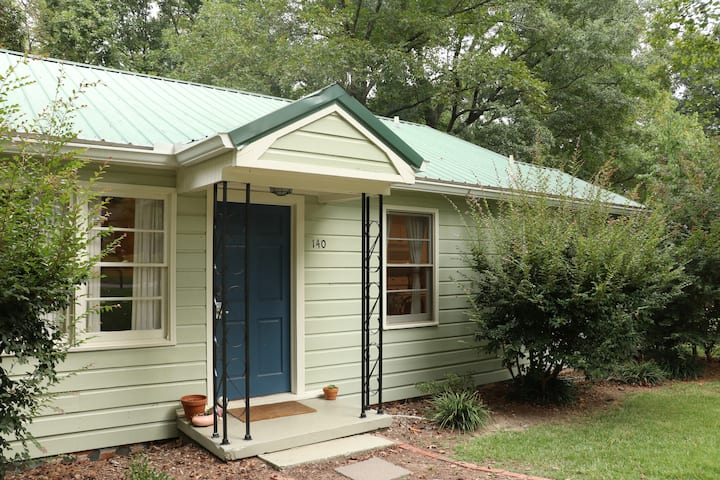 The Cozy Cottage - 2 BR