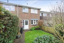 Cosy 3-bed house close to city, beach & Goodwood