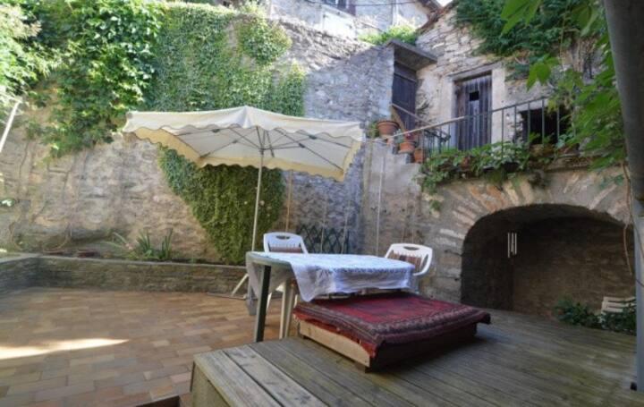 Chambre Cebenna +accès  cuisine, salon et terrasse
