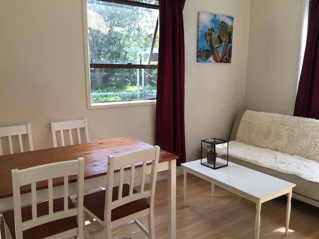 sunny, spacious, newly furnished flat - Auckland - Apartament