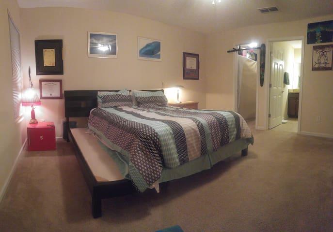 Pvte Master Suite near Beach & Mayo - Jacksonville