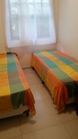 Quarto 2 para 2 pessoas com 2 camas de solteiro