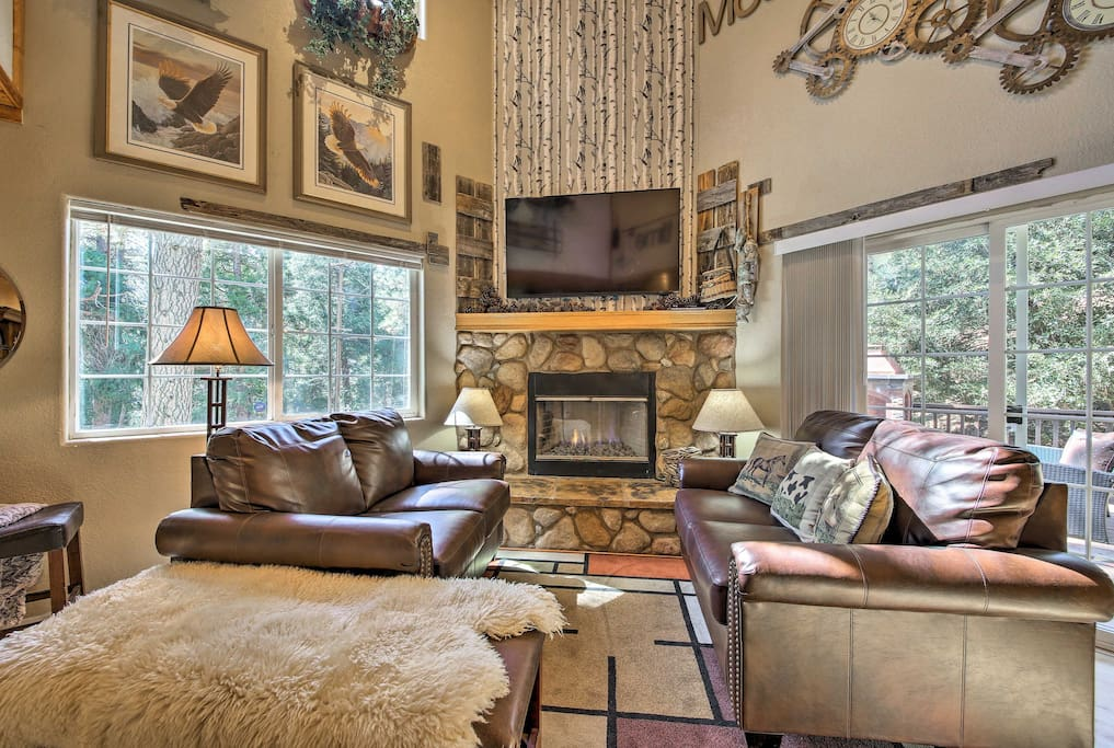 Groups of 7 will love the modern mountain decor in this 2-bed, 2-bath home.