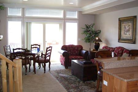 Snowbasin Lakefront 2 BR Condo - Huntsville - Condominium